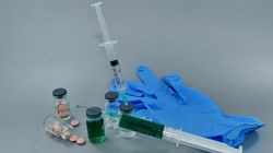 Pigułka przeciw COVID-19. Ruszyły testy na ludziach - miniaturka