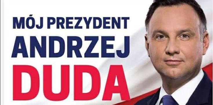 Straż Miejsca zrywa plakaty Dudy w Warszawie. Porozumienie zawiadamia prokuraturę - zdjęcie
