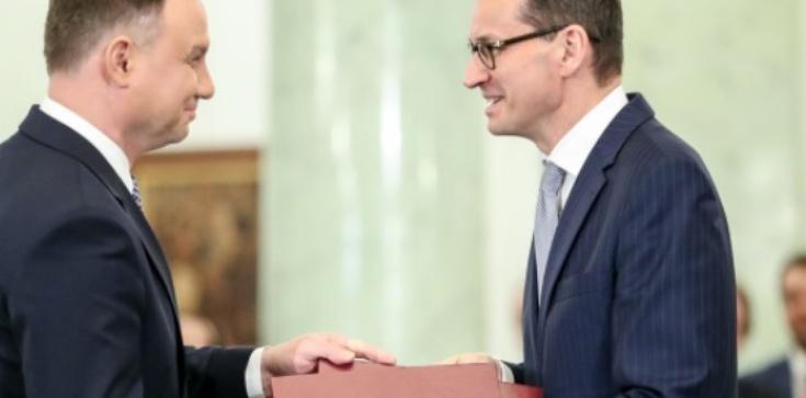 Rośnie poparcie dla prezydenta i premiera! - zdjęcie