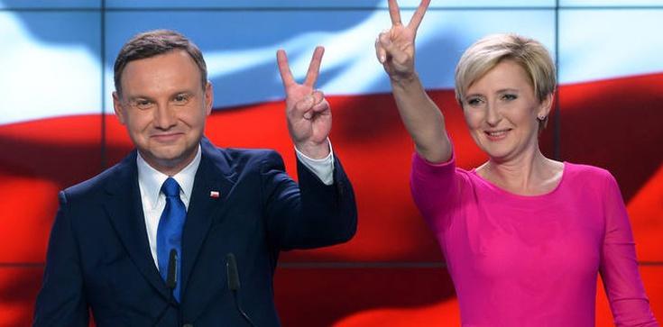 Z kim Polacy chcieliby spędzić wakacje? Oczywiście z parą prezydencką! - zdjęcie