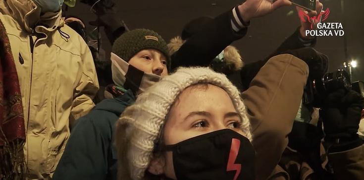 Szok! Nie do wiary! Hej, hej aborcja jest ok – tak dzieci krzyczały podczas protestów - zdjęcie
