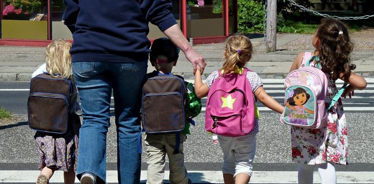 To już pewne! Dzięki Polsce w krajach Unii Europejskiej zwiększy się ochrona dzieci! - zdjęcie