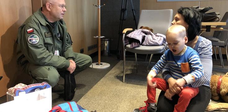 MON pomógł 6-letniemu Filipkowi. Chłopiec już w USA, wkrótce operacja - zdjęcie