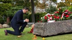 Premier oddał hołd ks. Jerzemu Popiełuszce. 'Wielka postać, jeden z ojców polskiej wolności' - miniaturka