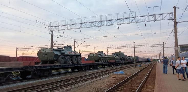 Rosja kieruje duże wojska do Mińska. Ma pretekst - zdjęcie