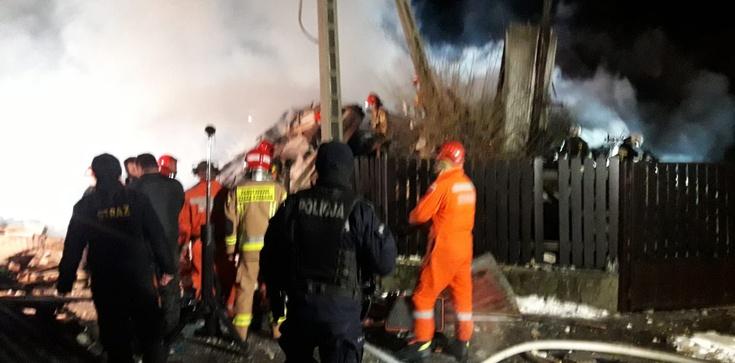 Szczyrk: Mieszkańcy modlą się za dusze ofiar wybuchu gazu - zdjęcie