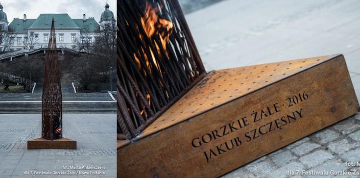 """Diabeł pali świeczki na ołtarzu. Instalacja ateisty na """"Gorzkich żalach"""" - zdjęcie"""