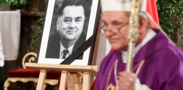 Bp Janocha wspomina ojca chrzestnego: Nie było w nim nienawiści - zdjęcie