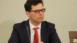 Rząd Tuska pozorował działania ws. wyłudzeń VAT? Kolejne przesłuchanie przed komisją śledczą - miniaturka