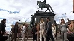 Feministki walczyły z patriarchatem, udając... konie! - miniaturka