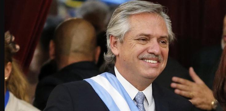 Watykan: Komunia dla prezydenta Argentyny z konkubiną - zdjęcie