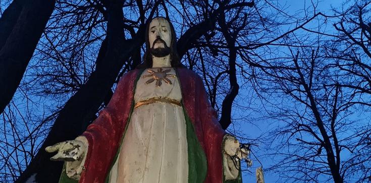 Kolejna profanacja w Szczecinie. Urwano dłonie figurze Jezusa - zdjęcie