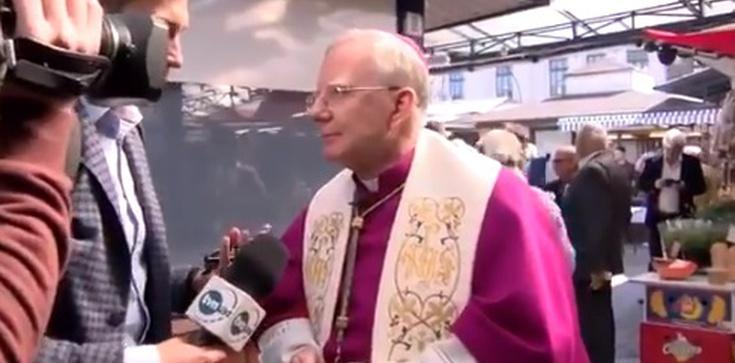 Dziennikarz TVN poprosił abp Marka Jędraszewskiego o przesłanie dla stacji. Co odpowiedział hierarcha? - zdjęcie