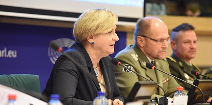 Fotyga ostrzega: UE uzależnia się gazowo od Moskwy - zdjęcie
