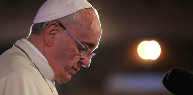 Stu duchownych i świeckich uczonych protestuje przeciwko świętokradczym aktom papieża Franciszka - zdjęcie