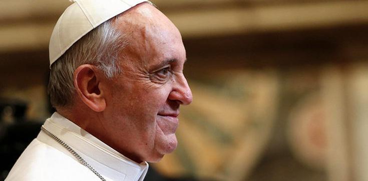 Franciszek: Nowi święci zwyciężyli dzięki modlitwie - zdjęcie
