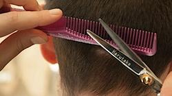 Kiedy znów odwiedzimy fryzjerów? Szef KPRM odpowiada - miniaturka