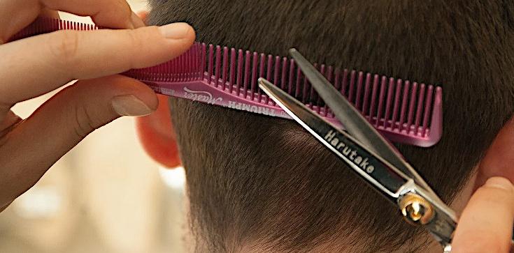 Kiedy znów odwiedzimy fryzjerów? Szef KPRM odpowiada - zdjęcie