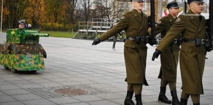 OBRZYDLIWE! Kodziarze nie uszanują nawet Grobu Nieznanego Żołnierza!  - zdjęcie