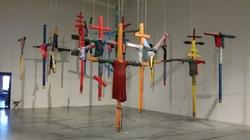 To śmierdzi siarką... Dla autora różańców z krwi gejów, krzyż to symbol wyzwolenia z więzów religii - miniaturka