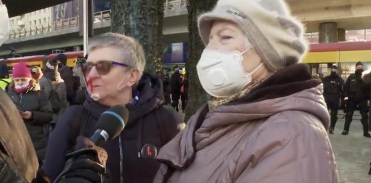 Staruszka na Strajku Kobiet: Więcej swobód w Polsce było za Stalina - zdjęcie