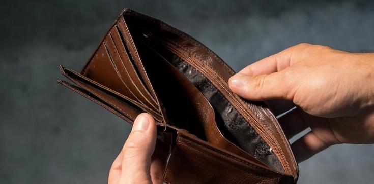 Zakładasz lokatę bankową? Ekspert: Oprocentowanie nie pokona inflacji  - zdjęcie