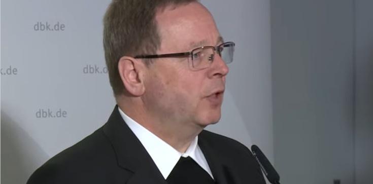 Niemiecki biskup, wbrew stanowisku Kościoła, głosi możliwość kapłaństwa kobiet  - zdjęcie