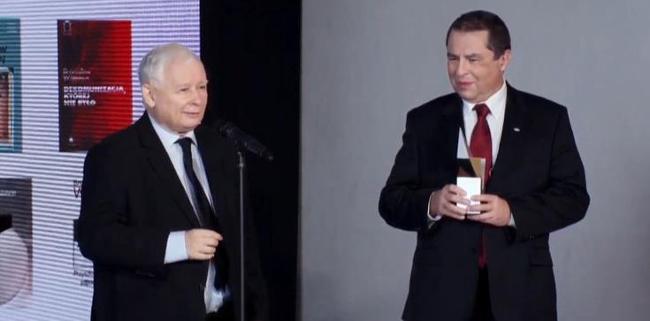 Bronisław Wildstein z nagrodą im. L. Kaczyńskiego. Prezes PiS: Polska jest po dobrej stronie historii - zdjęcie
