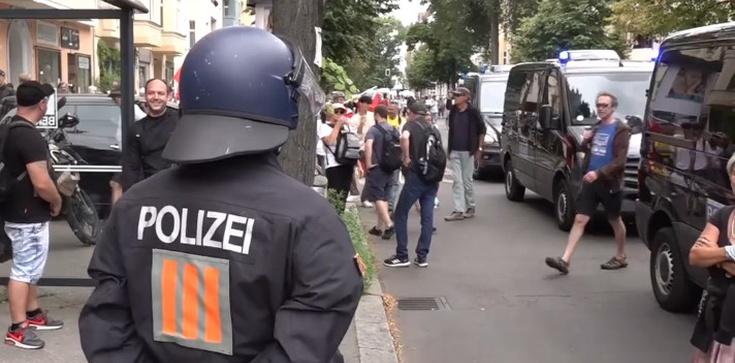 Pierwsza śmiertelna ofiara starć z policją w Berlinie  - zdjęcie