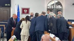 Złej baletnicy... Senatorowie PO wskazują na problemy techniczne i przepraszają wyborców - miniaturka