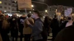 Aborcjoniści dotarli na Żoliborz. Manifestują przed domem prezesa PiS - miniaturka