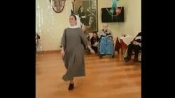 To nagranie musisz zobaczyć! Stepująca zakonnica podbija serca - miniaturka