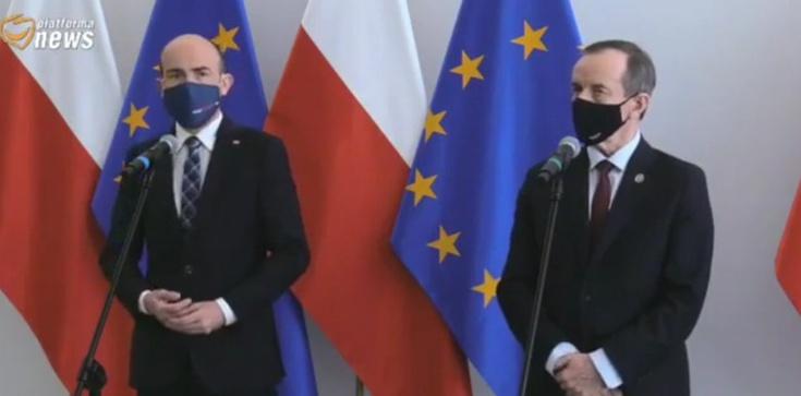 Co za kompromitacja!!! Politycy KO żądają, aby w Polsce szczepiono… o połowę mniej osób niż szczepi się obecnie - zdjęcie