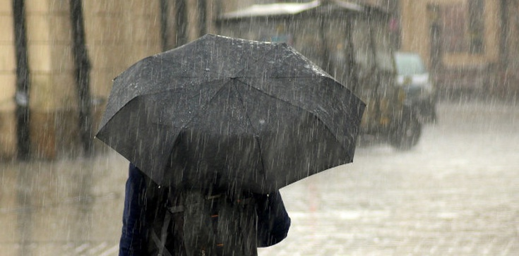 Niższe temperatury i przelotny deszcz. Niż Erick wkracza do Polski  - zdjęcie