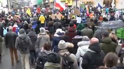 Feministki protestują w Warszawie. Policja zablokowała przemarsz - miniaturka