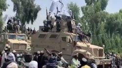 Talibowie zorganizowali defiladę. Pokazali broń, którą zostawili im Amerykanie - miniaturka