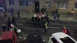 Manifestanci za nic mają nawet ofiary Grudnia'70! Sparodiowano śmierć Godlewskiego  - miniaturka