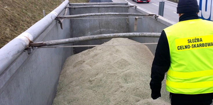 Funkcjonariusze KAS zatrzymali nielegalny transport 36 ton odpadów - zdjęcie