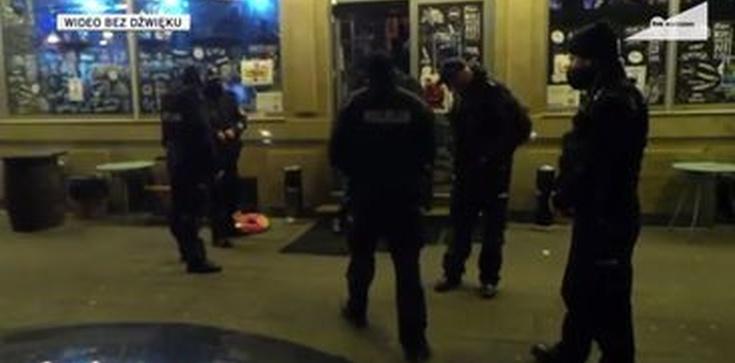 Kolejna wizyta Policji w warszawskim PiwPaw. Właściciele: ,,70 chłopa okrada nam chłodnię i zapasy'' - zdjęcie