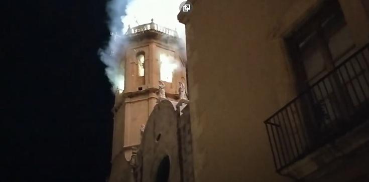 Hiszpania: pożar zabytkowego kościoła - zdjęcie