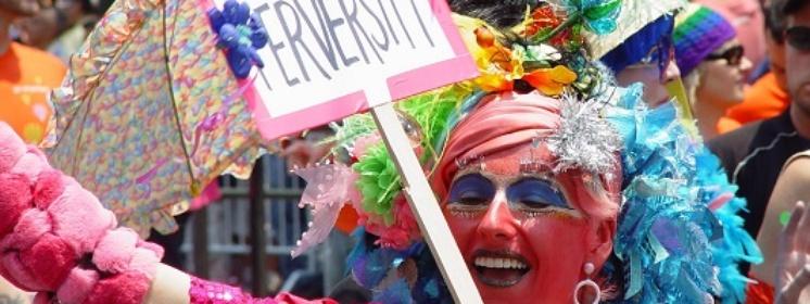 Grzegorz Strzemecki dla Frondy: Co robi gejowska międzynarodówka w Polsce?