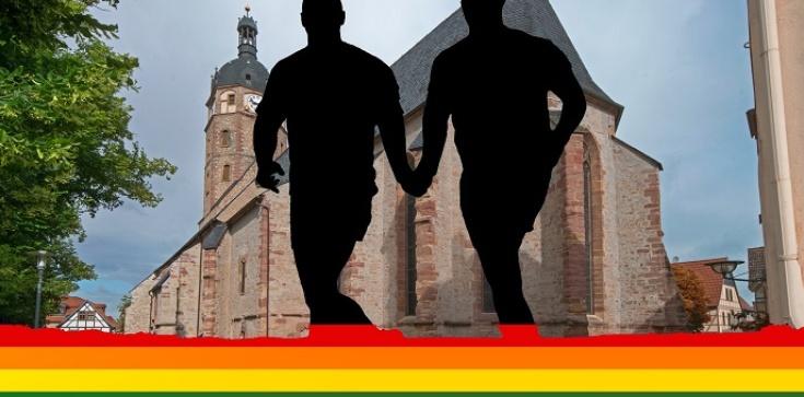 Katolicyzm we Francji zakazany. Sankcje za głoszenie nauki o homoseksualizmie   - zdjęcie