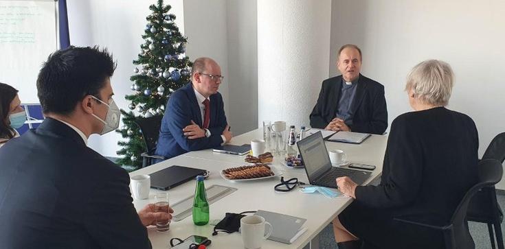 Ks. prof. Andrzej Kobyliński spotkał się z przedstawicielami Państwowej Komisji ds. pedofilii  - zdjęcie