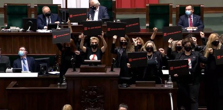 Awantura w Sejmie. Posłanki zaatakowały prezesa PiS [WIDEO] - zdjęcie