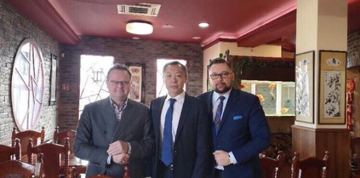 Jan Śpiewak: Biedny Kulasek - musi dojadać u ambasadora Chin - zdjęcie