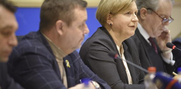 Eksperci w PE w Brukseli: Rosja nie chce, aby świat dowiedział się o zbrodniach popełnianych na Krymie - zdjęcie
