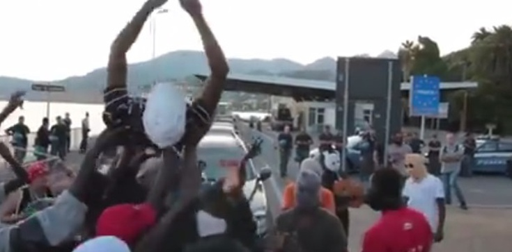 Kraje południa krytykują KE. Chodzi o relokację migrantów - zdjęcie
