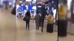 Skandaliczne! Imigrant kopie kobietę w galerii handlowej! WIDEO - miniaturka