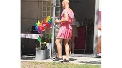 Kielce: mężczyzna w różowej sukience ukradł 4 kilogramy lodów - miniaturka