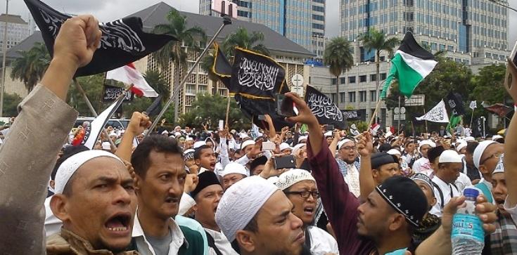 Muzułmanie w Europie stają się bardziej radykalni - zdjęcie